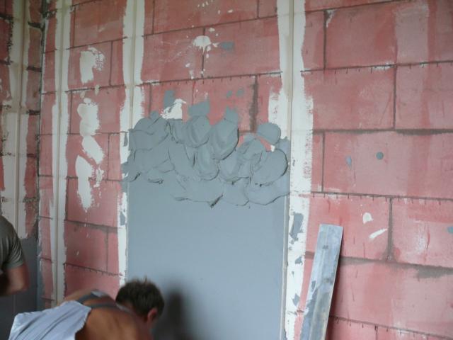 Цементная штукатурка стен по маякам своими руками видео