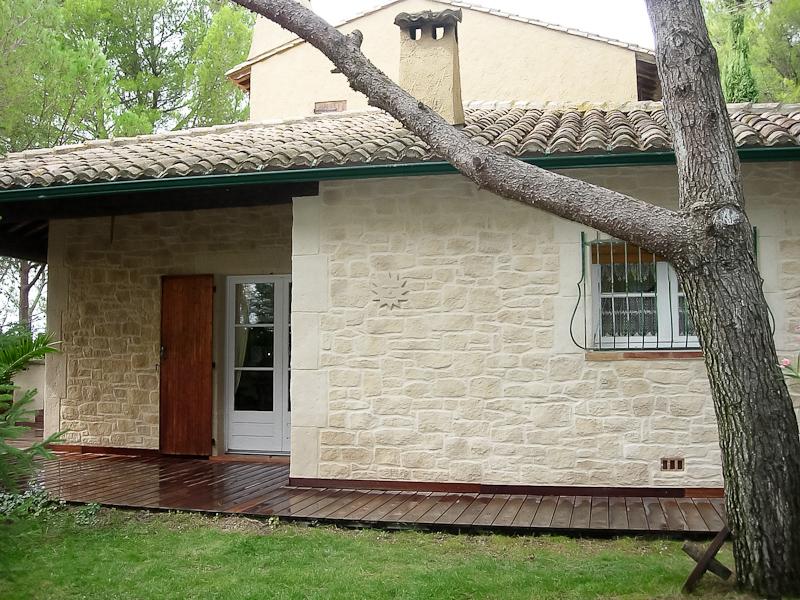 Комбинированный фасад дома штукатурка и дерево